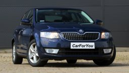 wynajmij auto jakim jest Skoda Octavia sedan w Białymstoku CarForYou