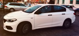 CarForYou Tychy oferuje samochód do wynajęcia jakim jest Fiat Tipo Sedan w gazie